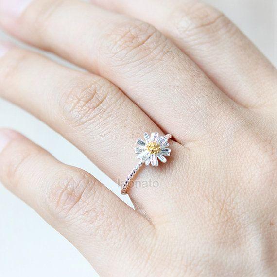 Cincin pernikahan yang unik dan cantik