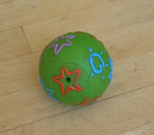 Celengan dari bola plastik