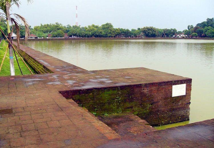 Kolam yang luas pada masa lampau