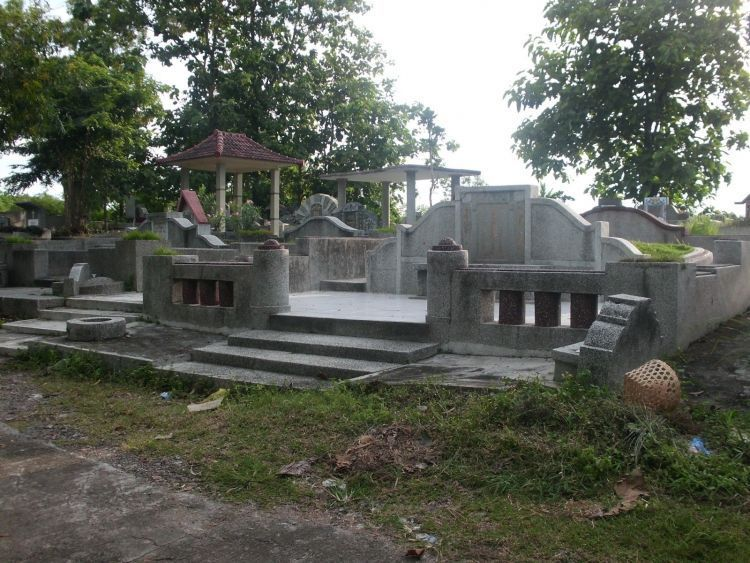 Makam China di Gunung Sempu