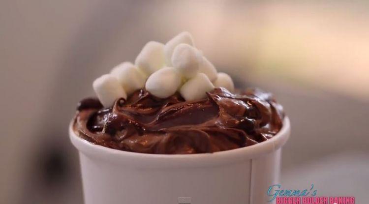 Lembutnya es krim cokelat marshmallow juara!
