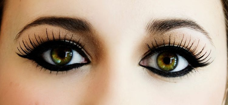 Eyeliner dan maskara membantumu membuka mata
