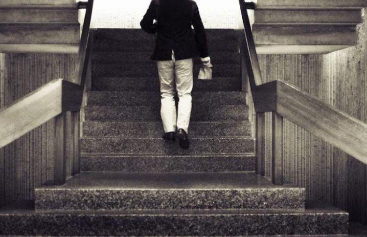 Manfaatkan tangga untuk yang lebig produktif dari hanya sekedap tapakan kaki