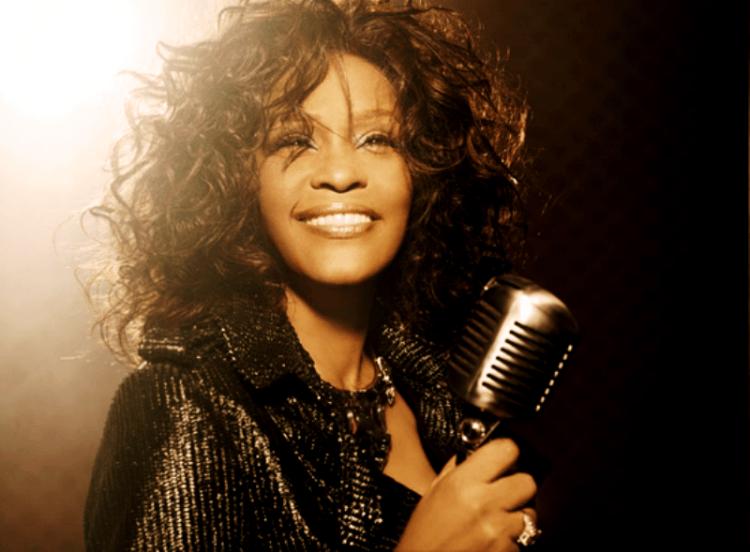 Whitney Houston adalah penyanyi asal Amerika
