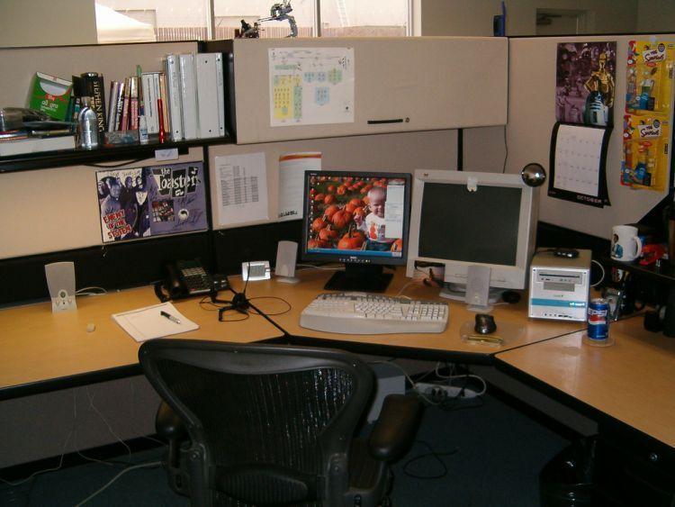 Meja yang bersih membuat pekerjaan semakin beres