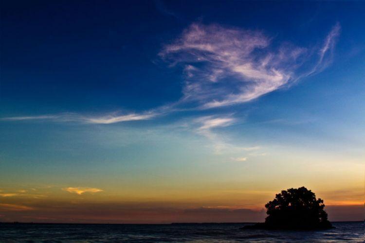 Senja di Pantai Melawai