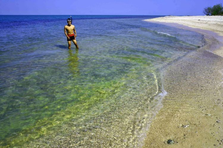 Pantai di Pulau Gede