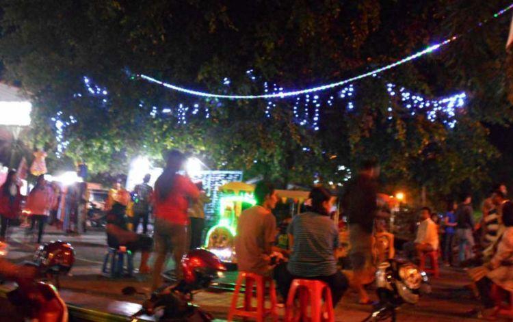 Suasana alun-alun Pati di malam hari