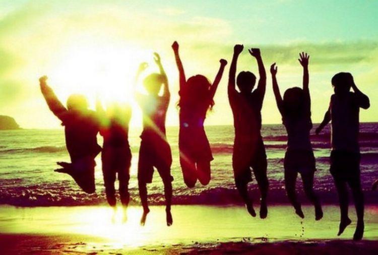 Besama teman dan keluarga bisa menjadi kebahagian tersendiri