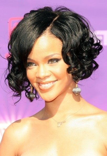 Gaya rambut bob ala Rihanna