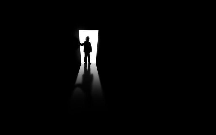 Ruang gelap ini, tak ada yang mencoba meraba