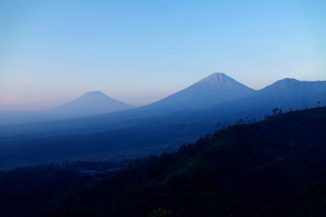 ini nih, dari Tretep, sweet banget Gunung Sindoro dan Sumbing