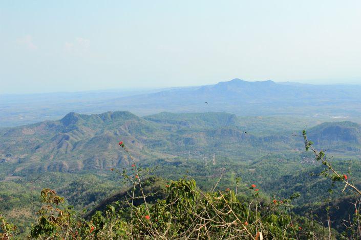 Pemandangan dari Puncak Argopuro Gunung Lasem