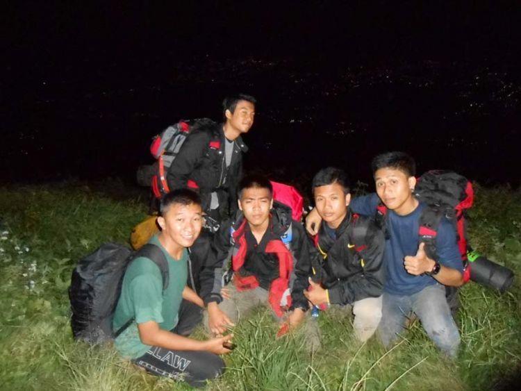 Mendaki malam hari