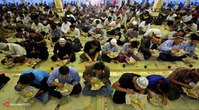 Nikmatnya berbuka di Masjid Gede Kauman