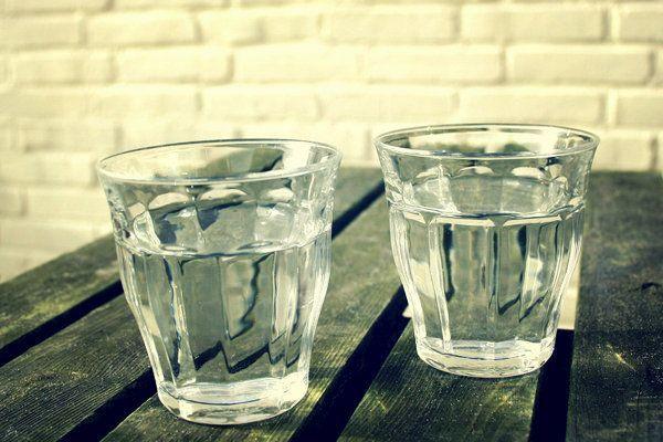 Dua gelas air