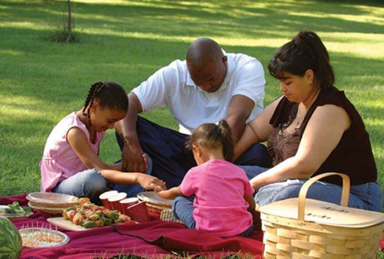 Kelak, kamu akan memimpin keluarga kecil kita berdoa