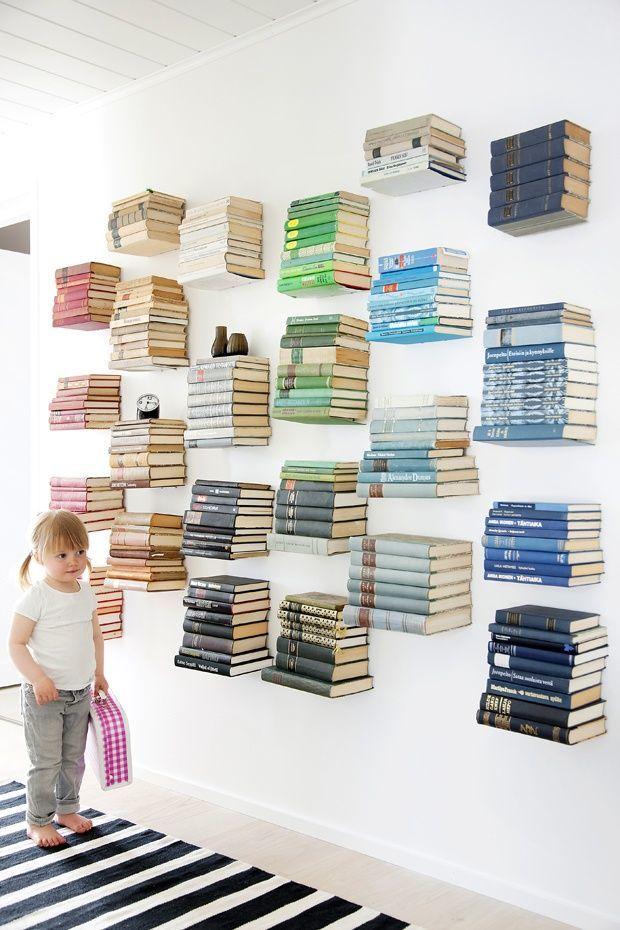 Wah, bukunya melayang!