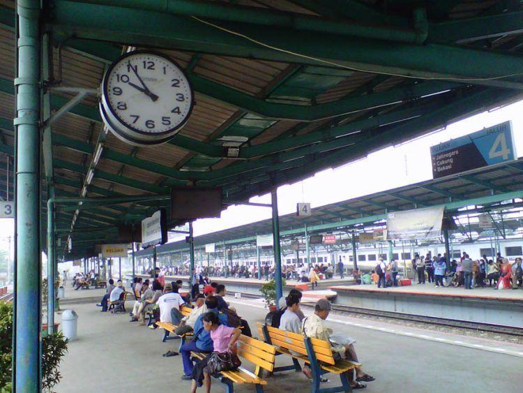 Perjalanan kereta kini makin tepat waktu