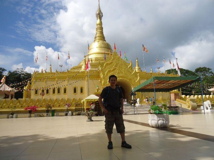 Pagoda di Taman Lumbini Berastagi
