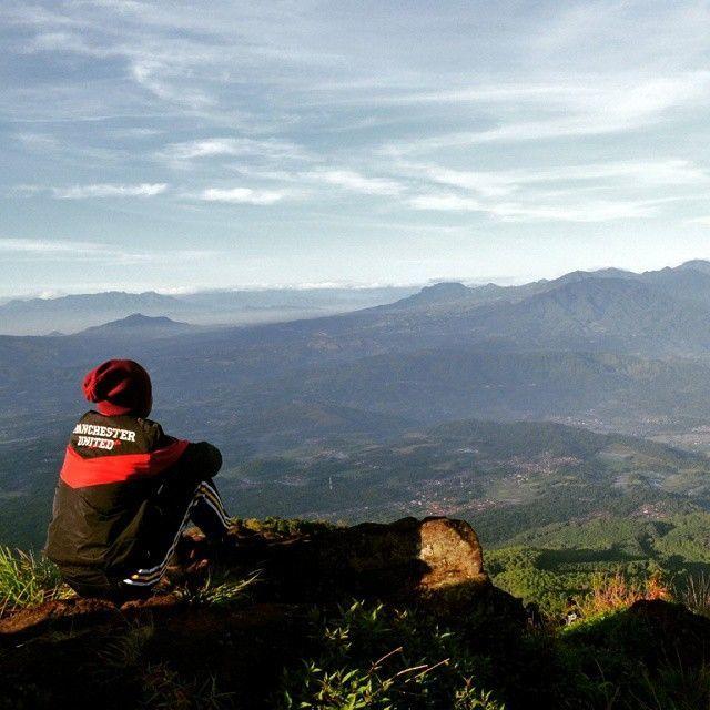 Puncak Gunung Tampomas. Foto IG oleh @aderian576