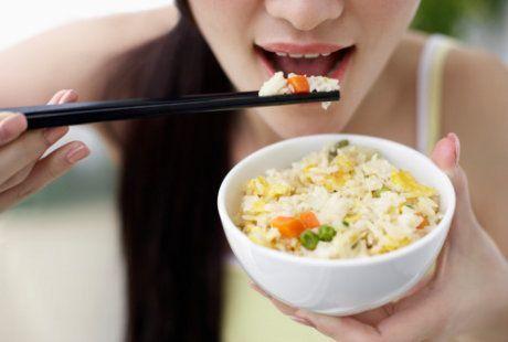Ambil beberapa jenis makanan dalam porsi kecil