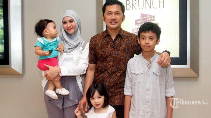 Hanung dan keluarga kecilnya
