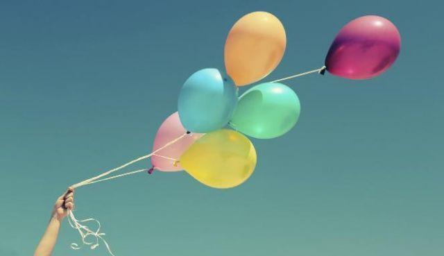 Ayolah, lepaskan bebanmu seperti balon-balon cantik yang bisa kau terbangkan dengan bahagia