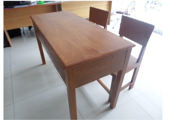 Ada suka duka dibalik meja kayu yang sempitnya minta ampun