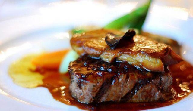 Biasanya bahan makanan dari daging dan ikanlah yang keliahatannya mahal.