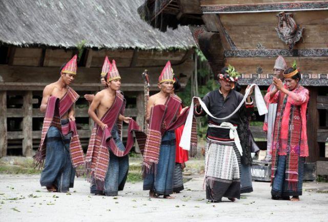 Somba marhula-hula, Elek Marboru, Manat Mardongan Tubu