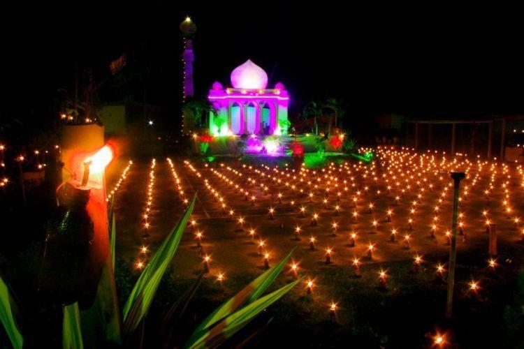 Kerlip lampu pada Festival Tumbilotohe di Gorontalo