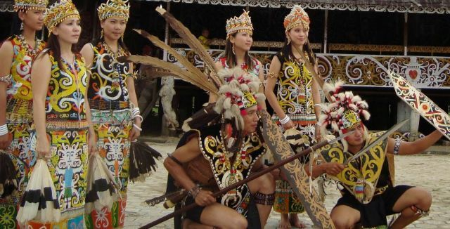 Pakaian Traditional Dayak Apo Kayan