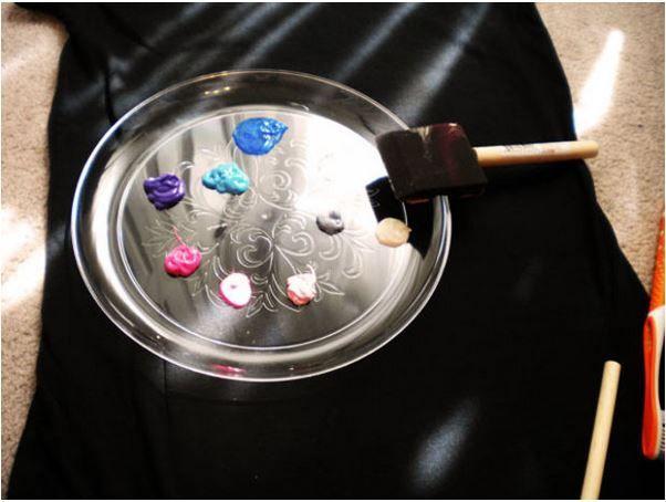 persiapkan dulu semua bahan dan peralatan sebelum mulai melukis efek galaksi
