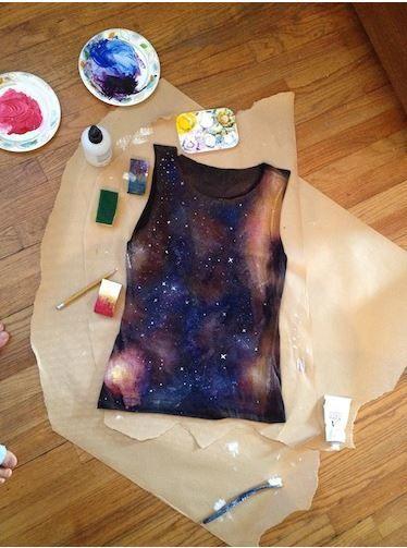 salah satu contoh galaxy t-shirt yang menggunakan cara spray