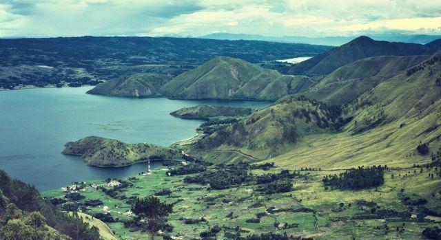 Kondisi lingkungan yang dikelilingi pengunungan dan lembah mendukung latihan suara merdu