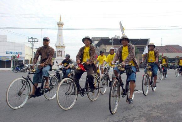Jogja 90an masih banyak yang bersepeda