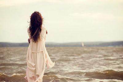 Jangan merasa sendiri karena bahagia tidak hanya dari satu sumber yang selalu kamu yakini