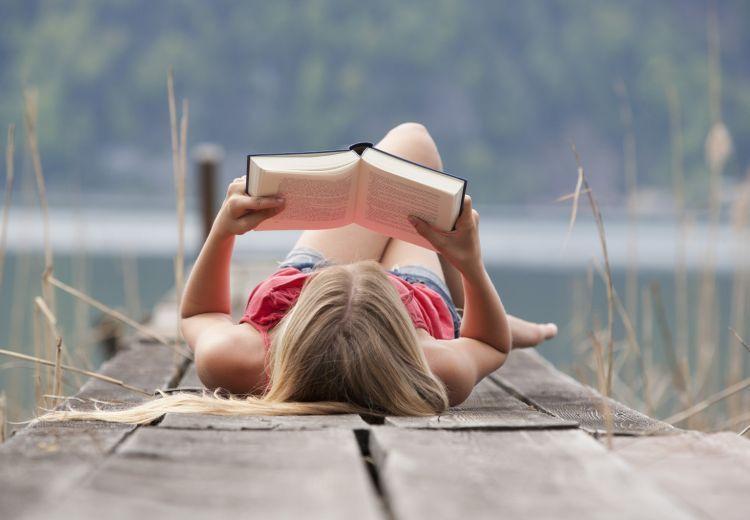 Buku bisa menjadi pengisi me time.