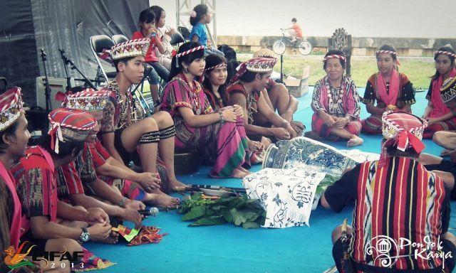 Pakaian Tradisional Dayak Ot Danum