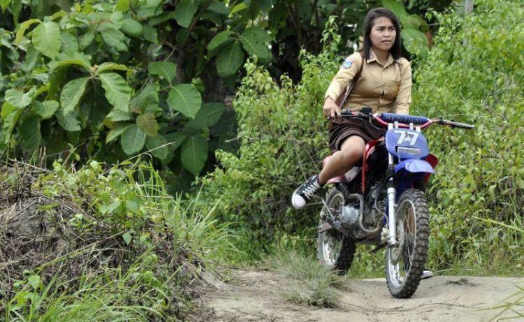 sufahira-gadis-penakluk-motor-trail-ke-sekolah-qk8yKVwAqb