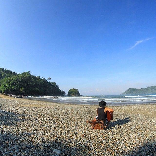 Pantai Lenggoksono dengan pemandangan indahnya   Kredit: @fahmiadimara