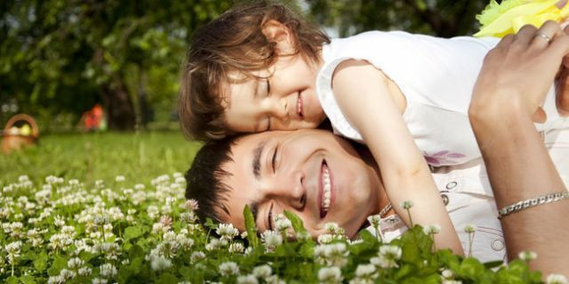 Kepada Ayah Tercinta Yang Telah Lebih Dahulu Pergi Tersenyumlah Di