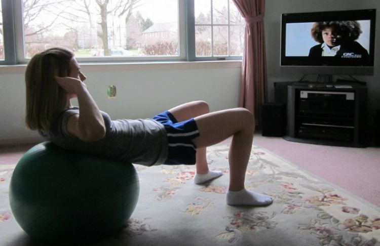 exercise-while-watching-TV-emag-1024x739
