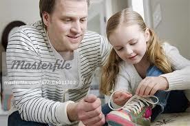 Kau mengajarkanku memakai sepatu