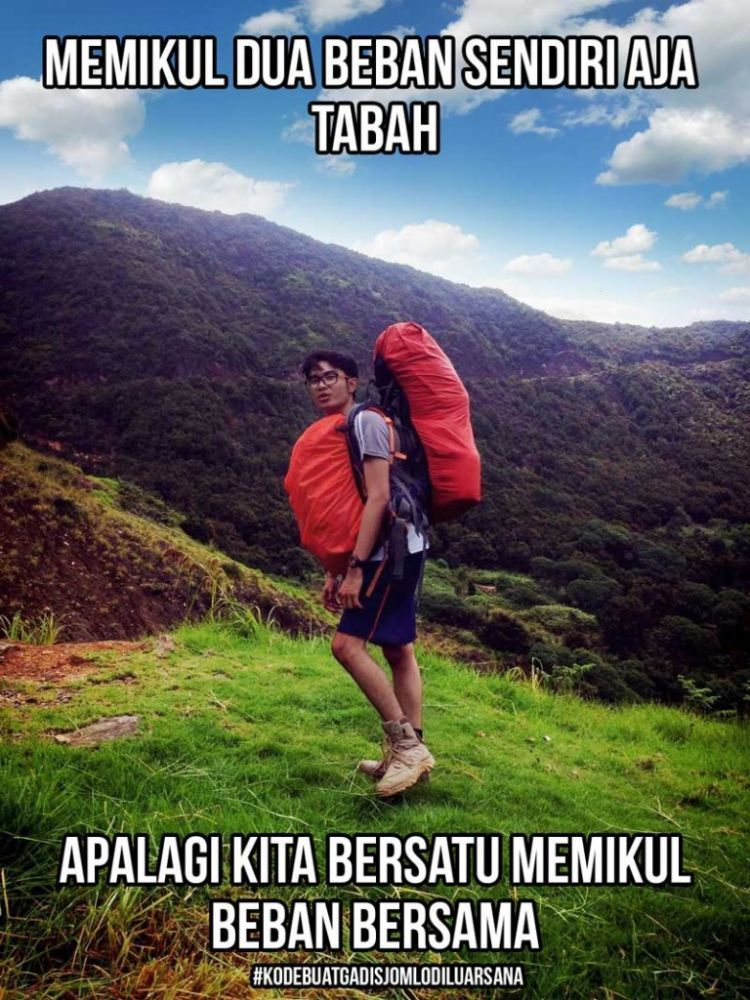 Pendakian bikin mereka lupa kalau mereka remah-remah dalam urusan cinta