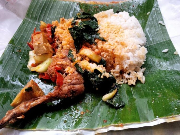 Di Indonesia makan pakai tangan bisa dilakoni kapan saja