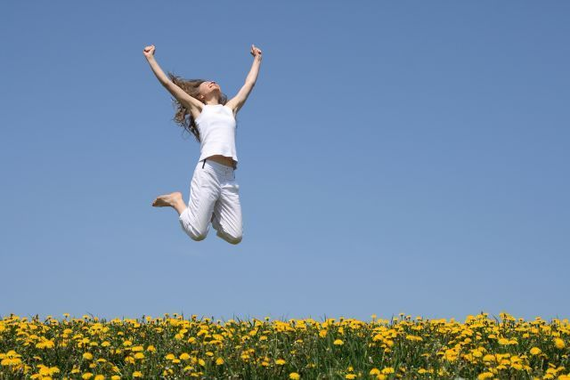 Aku tak ingin terus terkekang dalam memorimu, aku ingin terbang bebas