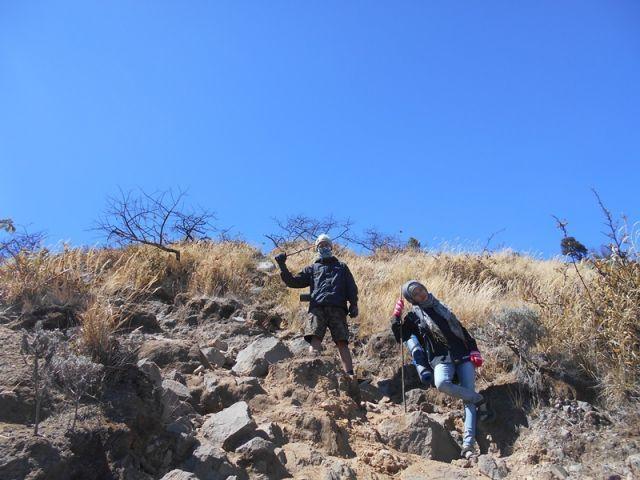Malem Minggun-nya cewek yang hobi naik gunung; bawa carrier, bukan bawa tas belanjaan