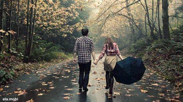 menikmati hujan bersama